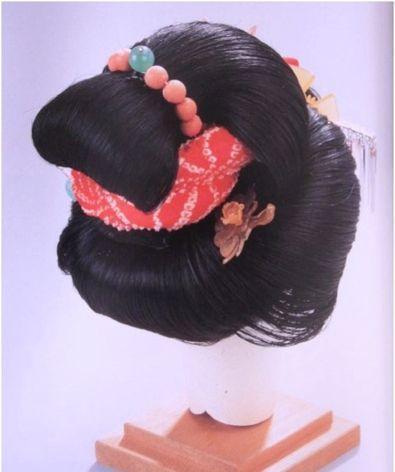 Какие прически лучше делать в школу?  Модные Игры для девочек.  Как заплести ребенку косу: можно окрашивать косички.